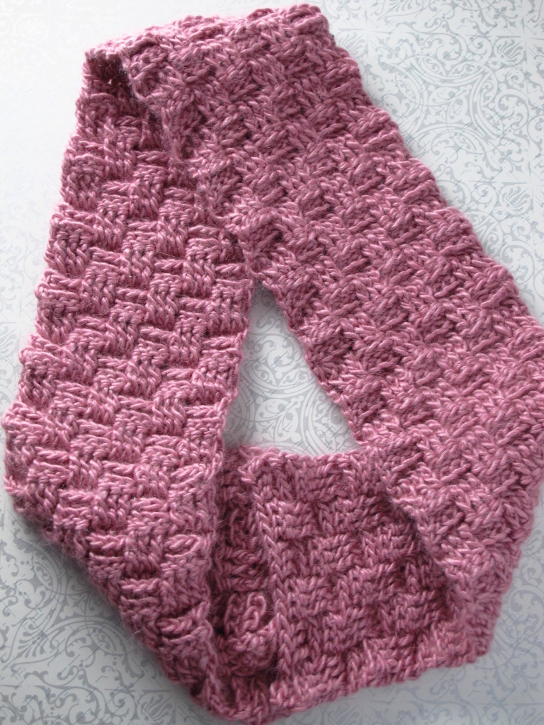 DIY Sakura Crocheted Basketweave Möbius Cowl