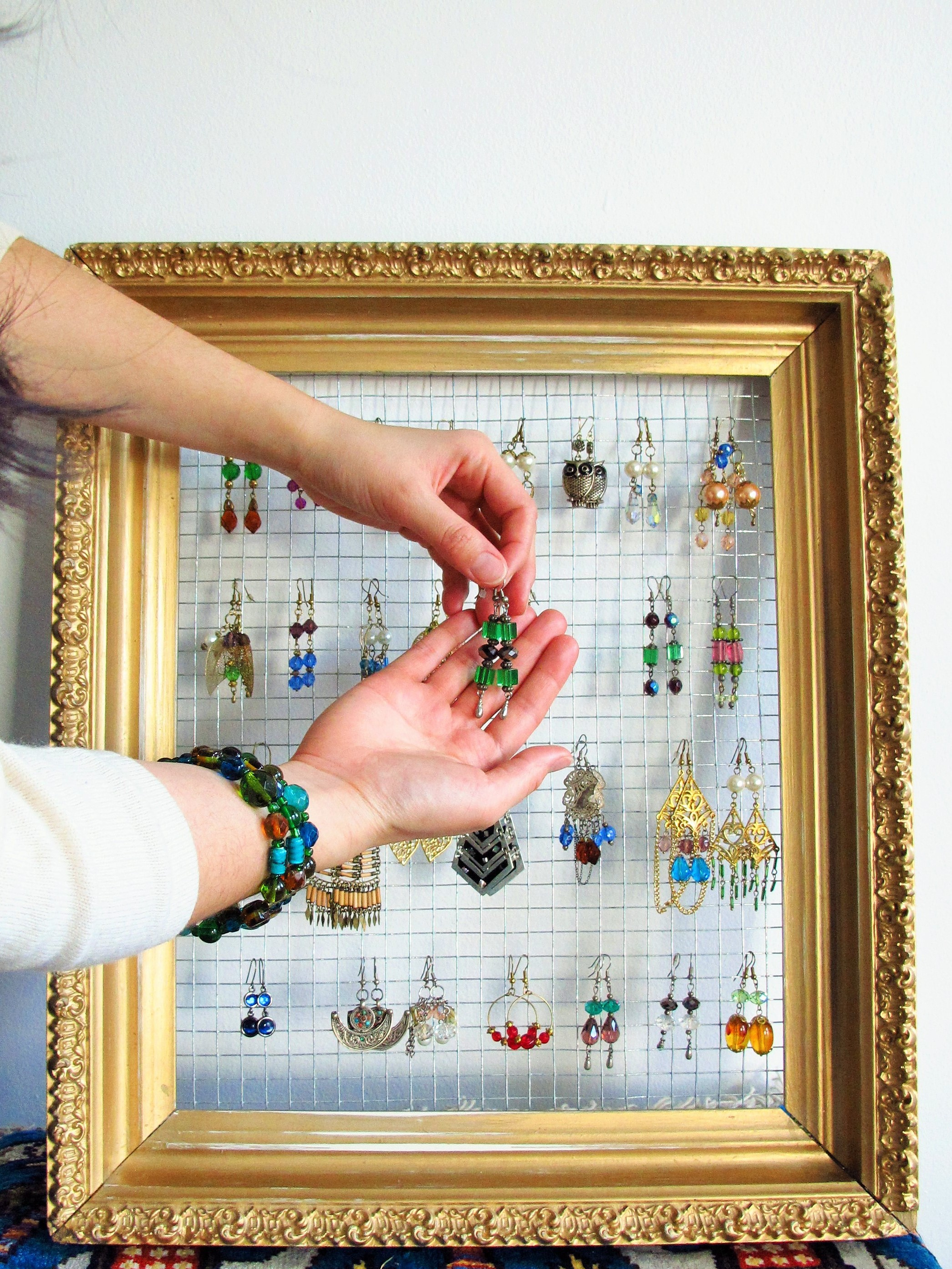 Diy gilded frame jewelry display kiku corner for Jewelry displays