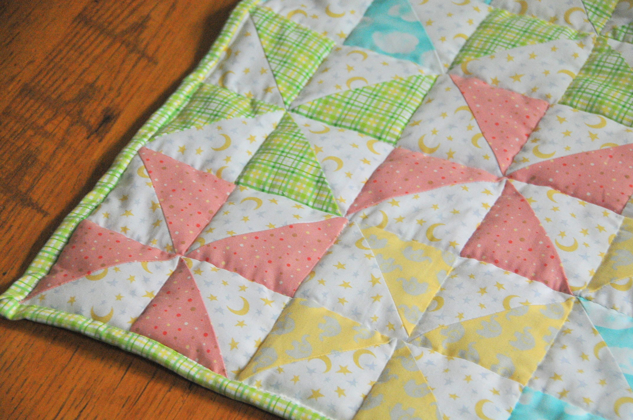 Quilt Pattern For Pinwheels : Striped Pinwheel Baby Quilt and Free Pattern Kiku Corner