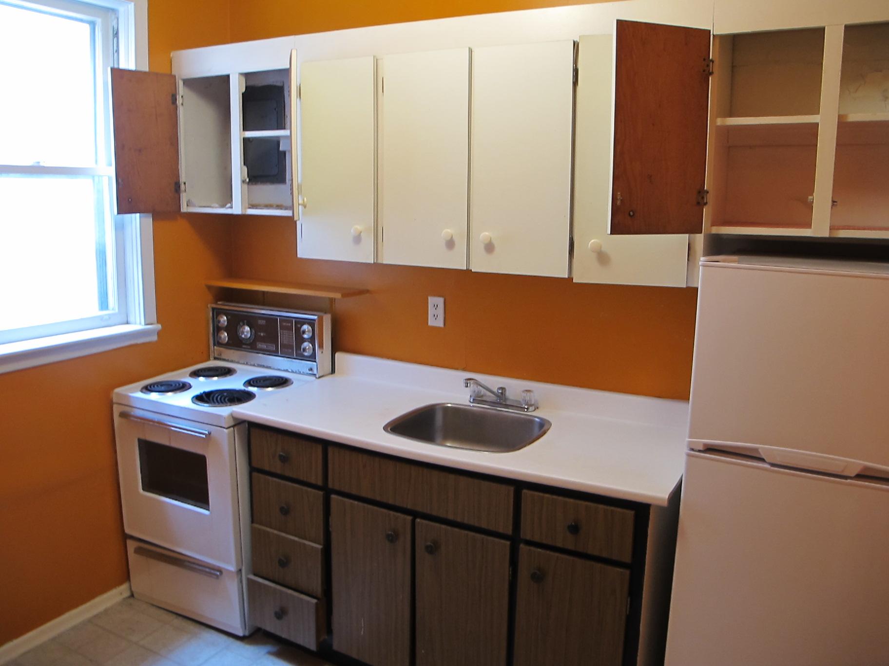 Small Apartments: Meinhilde's Before Kitchen | Kiku Corner